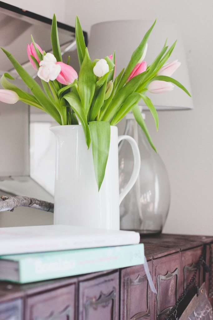 5 ways to care for your cut flowers to make them last longer!  www.homestead128.com