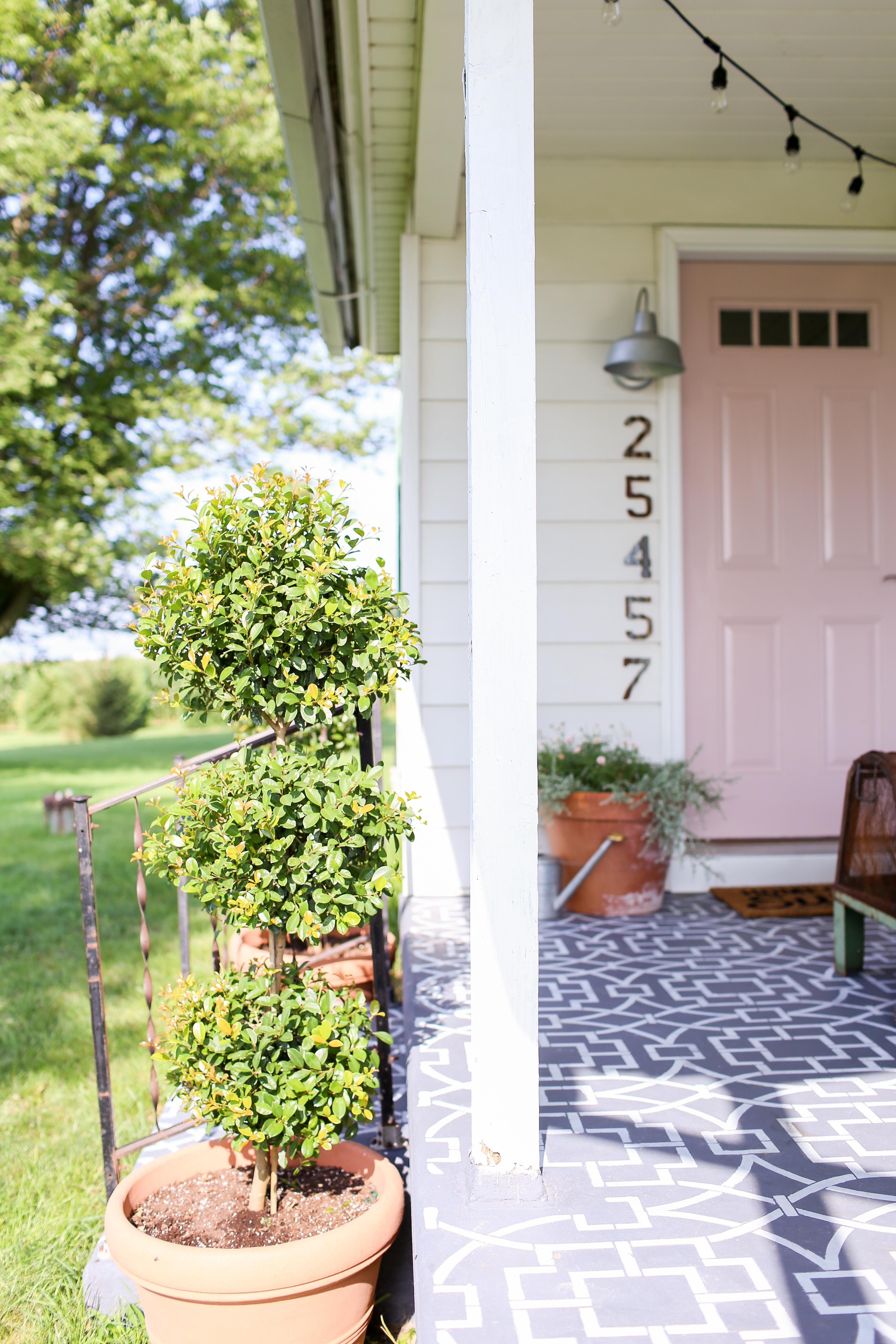 Comfortable Farmhouse Front Porch Makeover