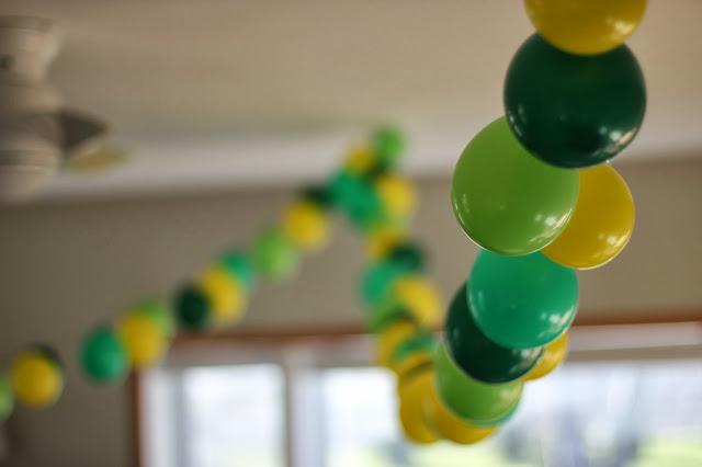 balloon garland.