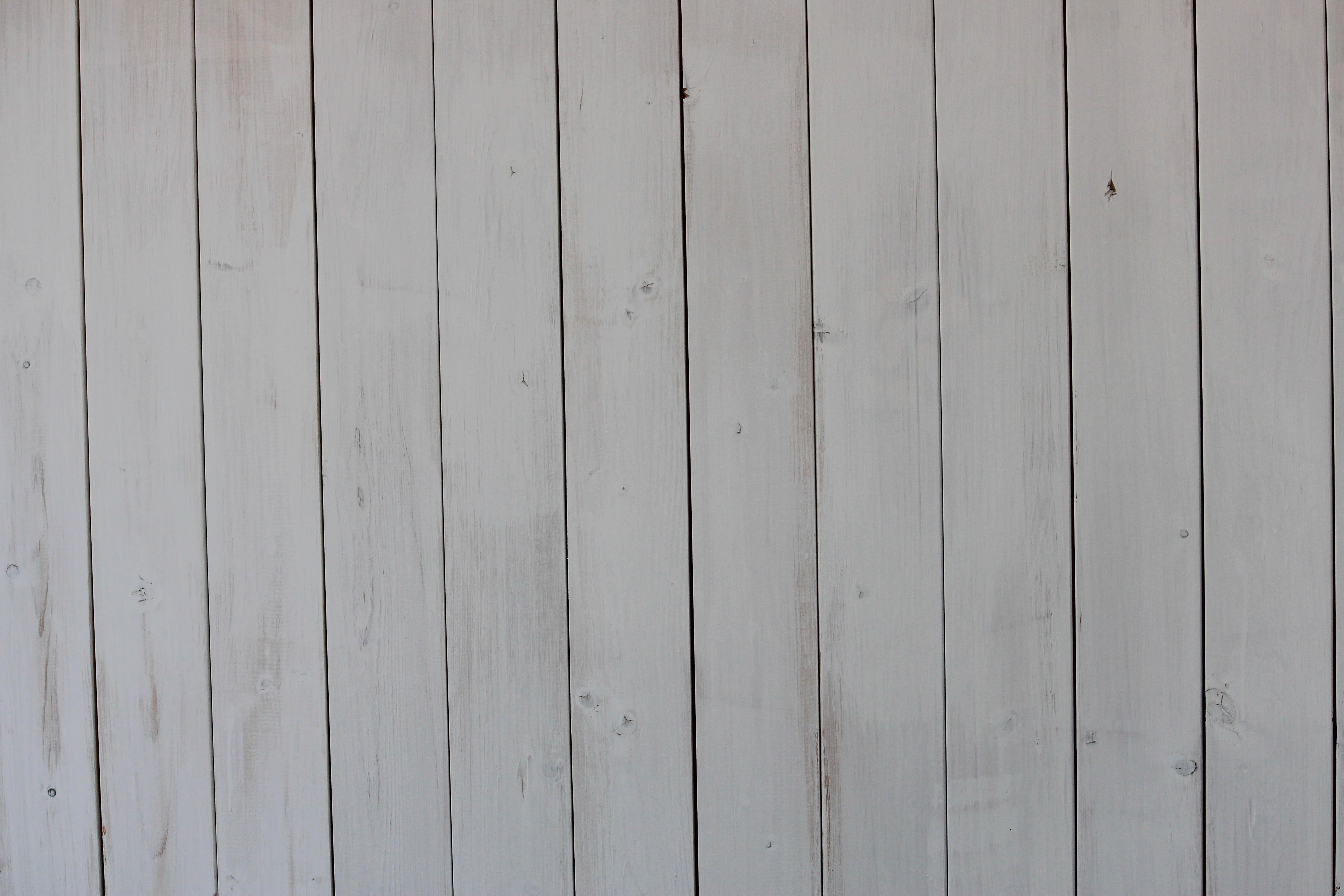4 Steps To Whitewash Wood Diy Tutorial For Whitewashing A Wooden Pallet Www